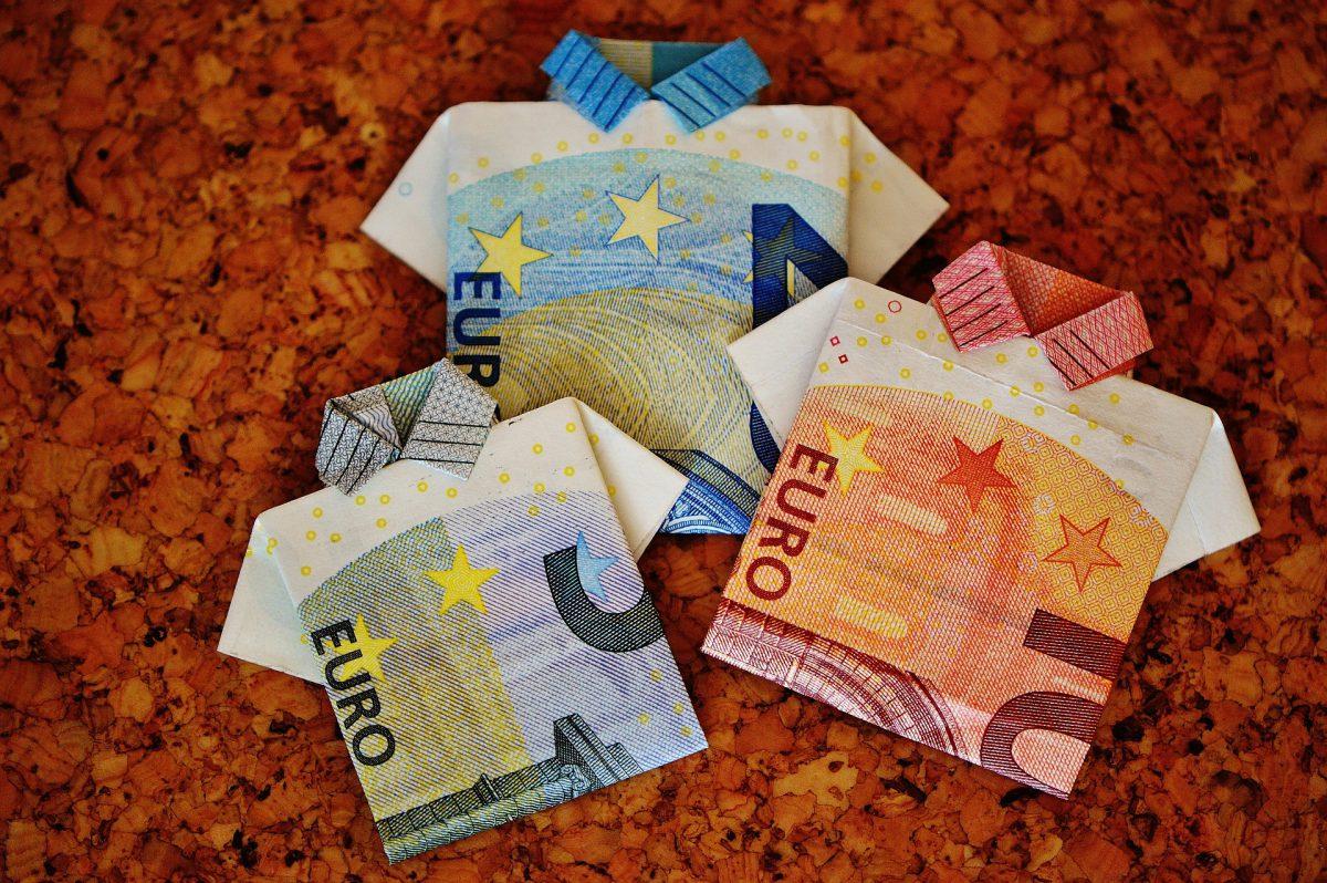 Bancnote euro sub forma de tricou